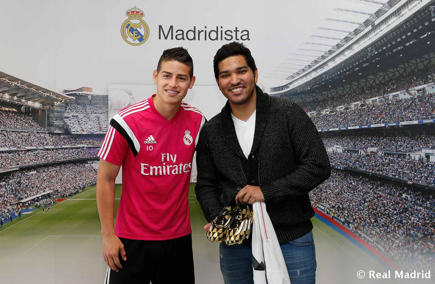 Real Madrid - Juan Carlos Piedrahita received his award from white midfielder - 07-04-2015