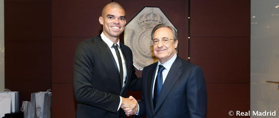 Pepe signs his contract extension with Real Madrid