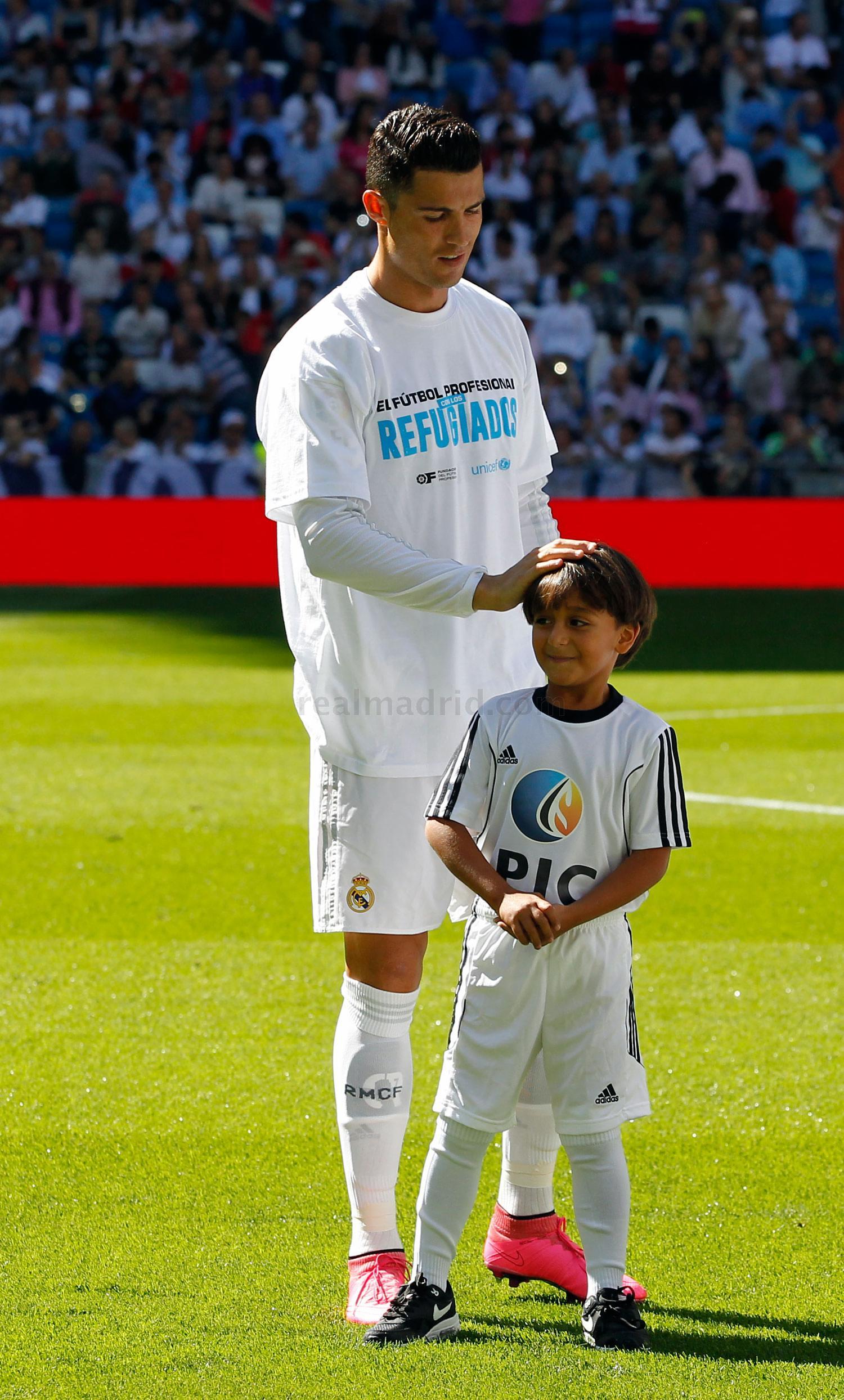 Zied Asisti Al Partido Real Madrid Granada Fotos