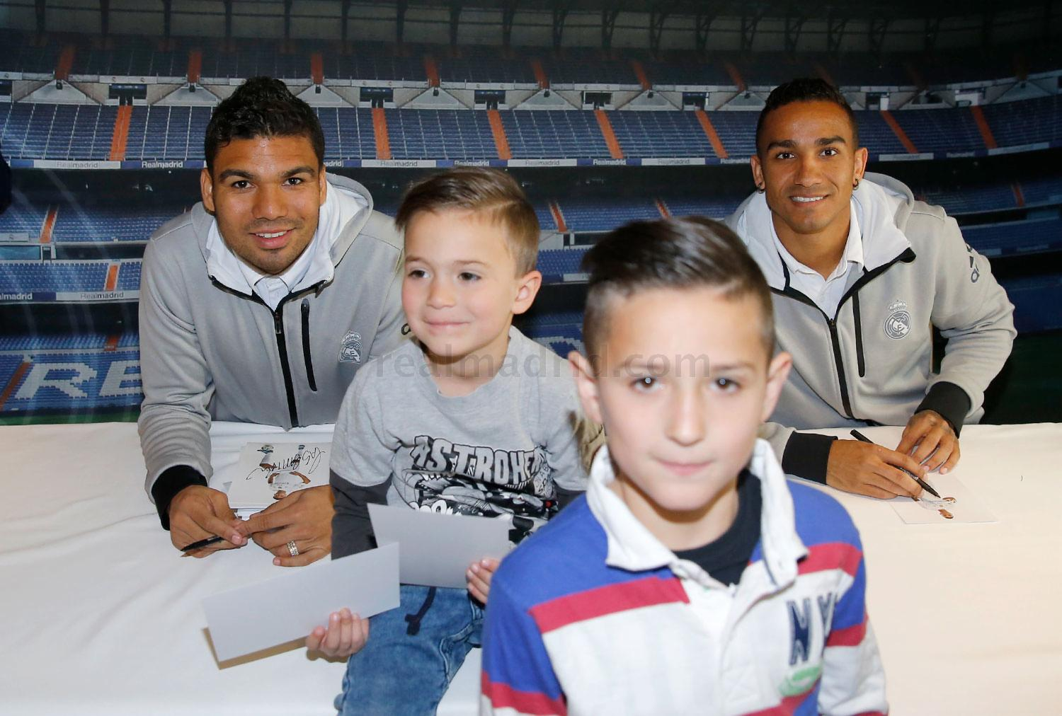 Real Madrid - Firmas en Valencia - 02-03-2016