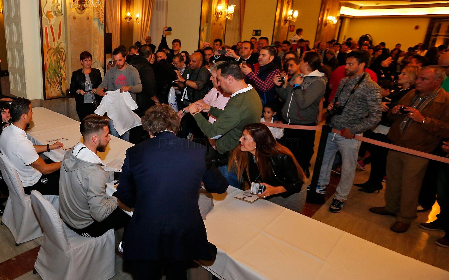 Real Madrid - Firmas del Real Madrid - 13-03-2016
