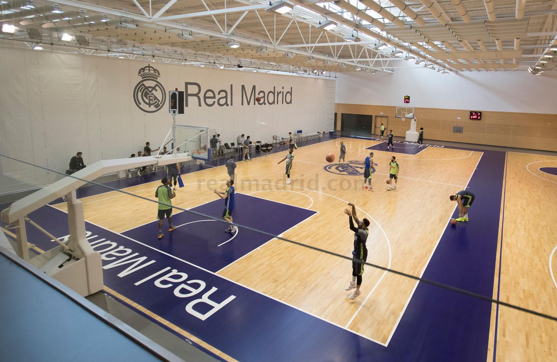 Primer entrenamiento en el pabell n ciudad real madrid - Oficinas real madrid ...
