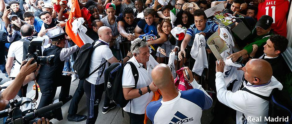Image result for Fans Real Madrid and Zidane