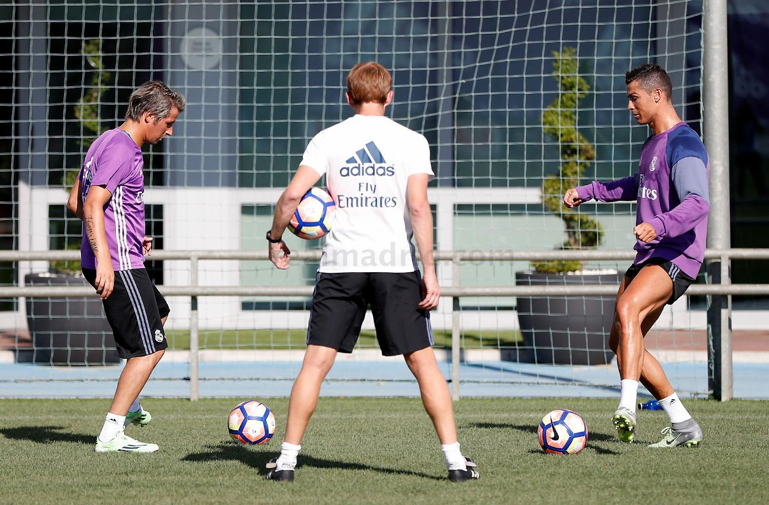 Real Madrid - Entrenamiento del Real Madrid - 30-08-2016