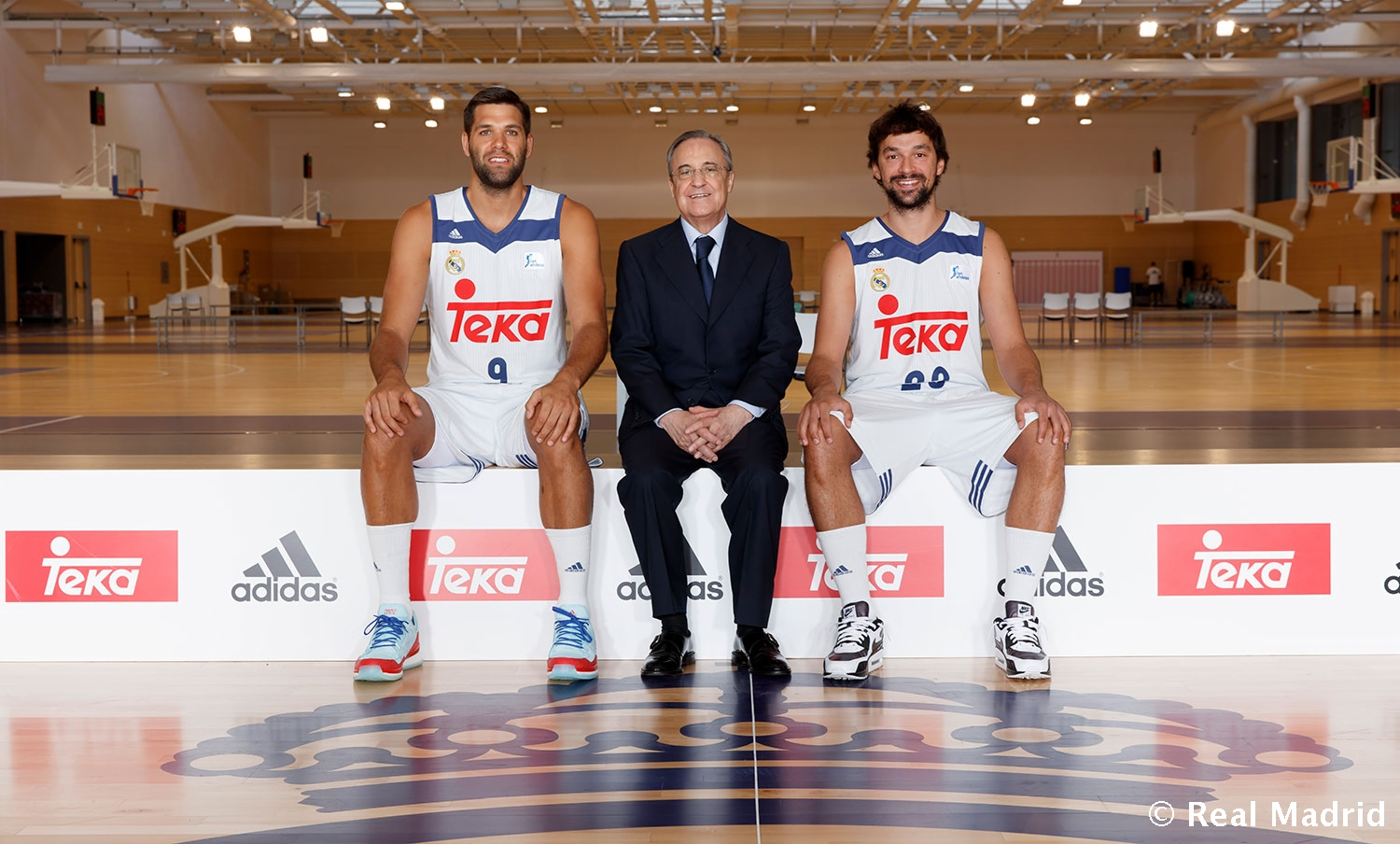 this is how the official real madrid basketball team photo. Black Bedroom Furniture Sets. Home Design Ideas