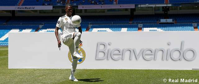 Vinicius Jr. steps out on the grass at the Bernabéu