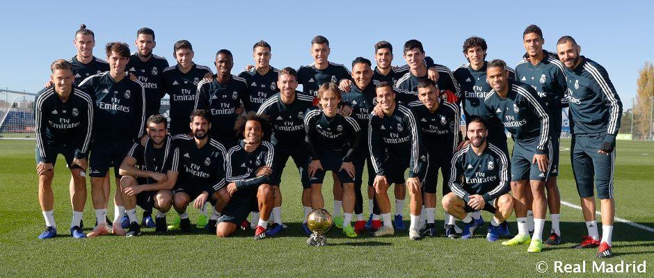 Video: Modric compartió el Balón de Oro con sus compañeros