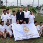 Emilio Butragueño visits the students of the 'Formando Campeones' school in San Pedro Sula
