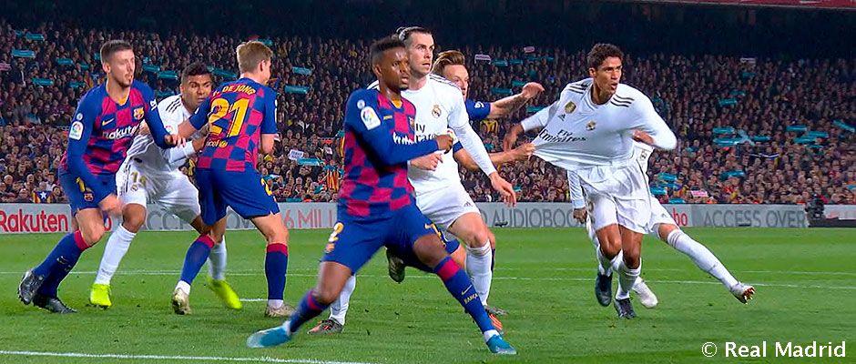 Video: Ni el árbitro ni el VAR vieron los dos penaltis a Varane
