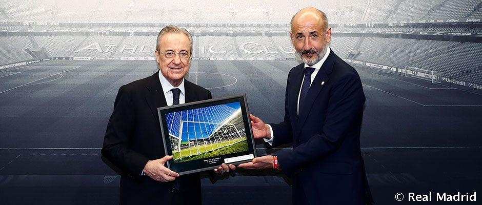 Video: Florentino Pérez receives a photo of Madrid's final visit to the old San Mamés
