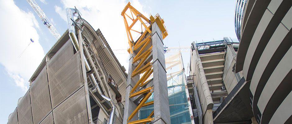 Video: Construction des nouveaux piliers latéraux de la rue Padre Damian