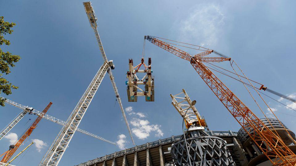 Video: नई छत के हिस्सों को ऊपर उठाना