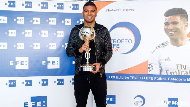 Casemiro awarded EFE Trophy for the Best Ibero-American Player in 2020