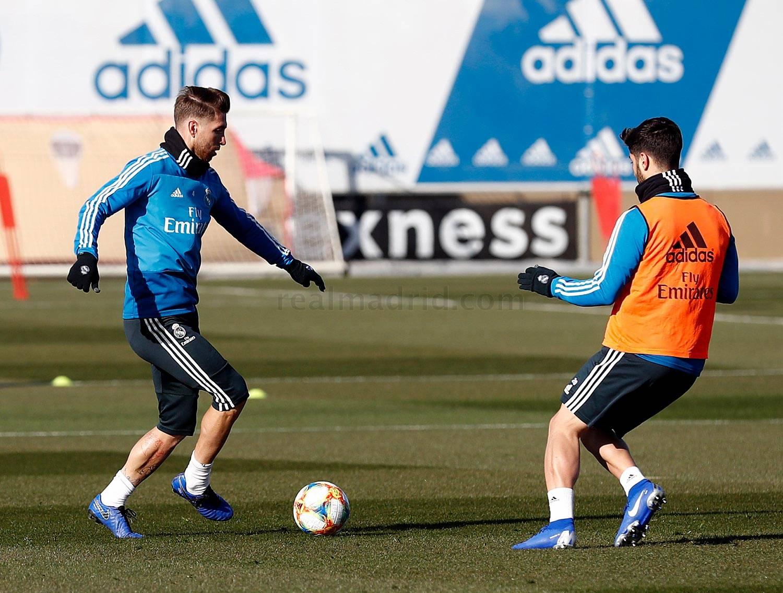 Benzema metió a Madrid en semis