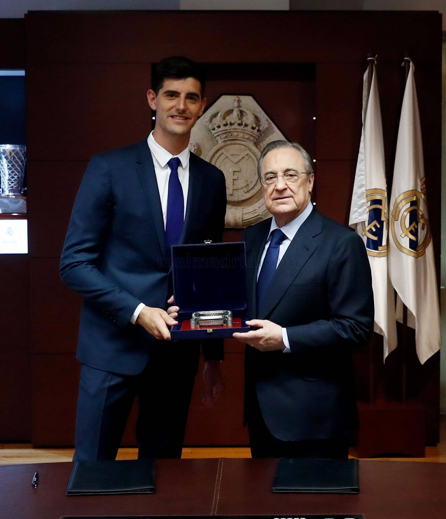 ¿Cuánto mide Thibaut Courtois? - Altura - Real height _he23545