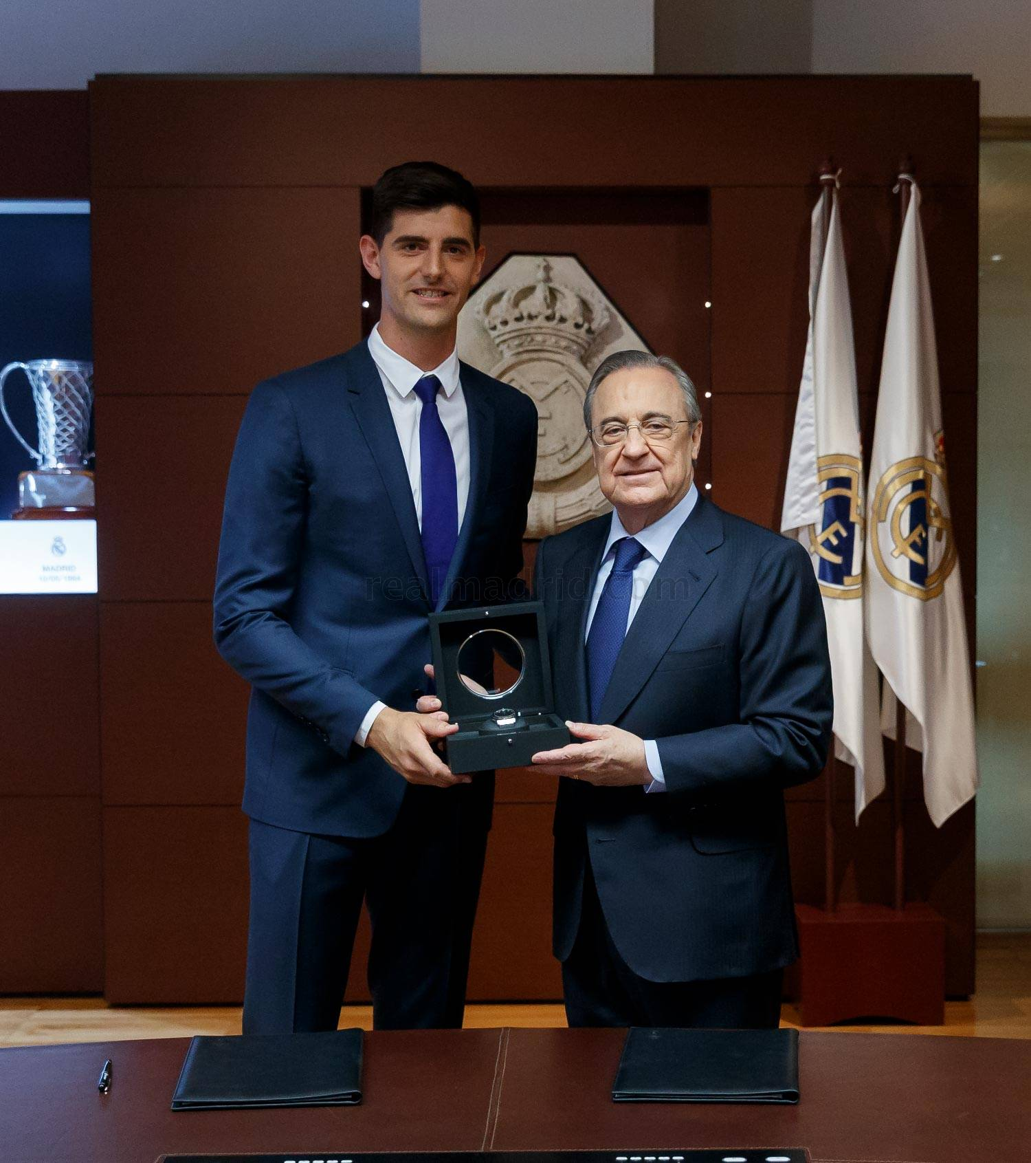 ¿Cuánto mide Thibaut Courtois? - Altura - Real height _he23554