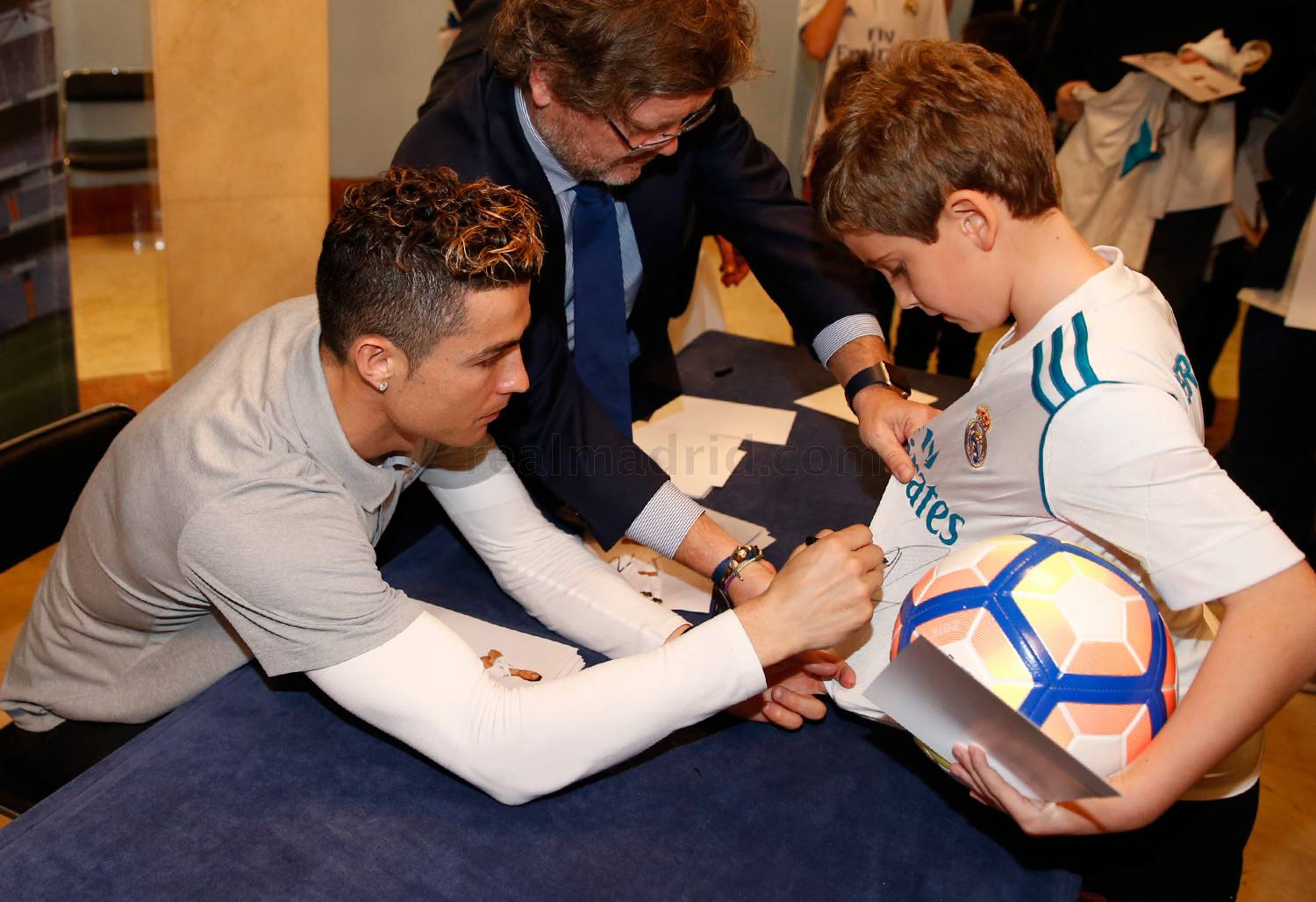 Real Madrid - Firmas del Real Madrid  - 09-03-2018