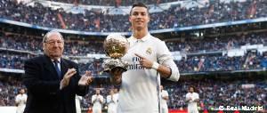 Cristiano Ronaldo ofreció su cuarto Balón de Oro al Bernabéu