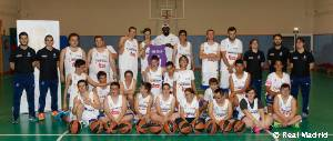 Othello Hunter visita la Escuela de Baloncesto Adaptado