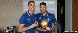 La plantilla felicitó a Cristiano Ronaldo por el Balón de Oro