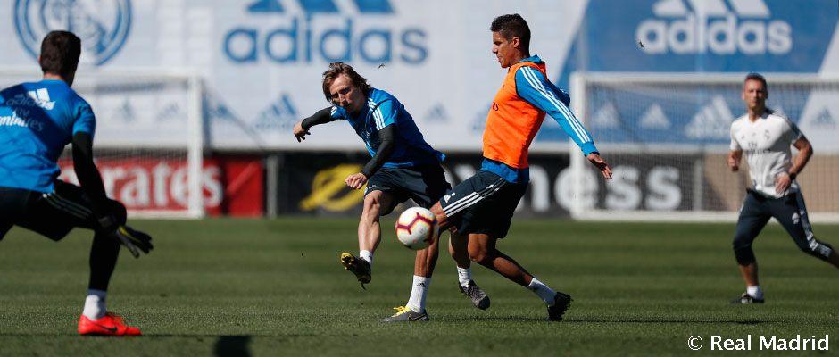 Modric y Varane, en la sesión de este viernes (Foto: RM).