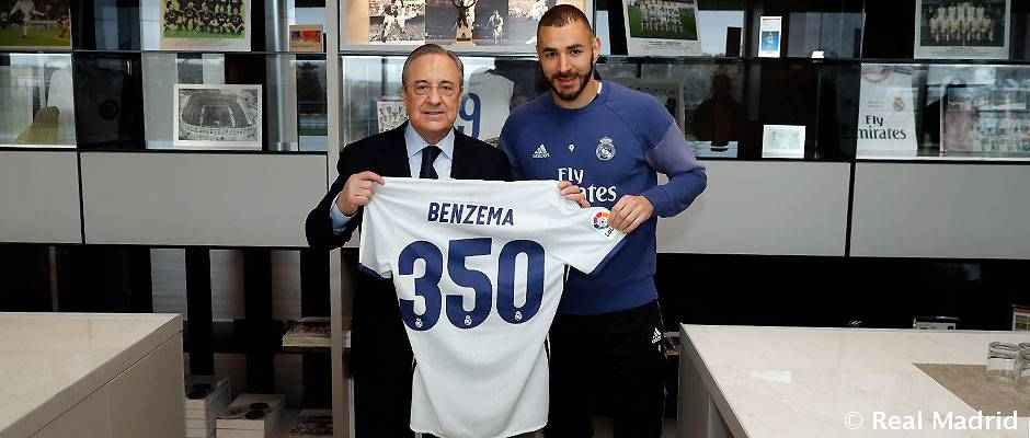 Florentino Pérez presents Benzema with a shirt to mark his 350th ...