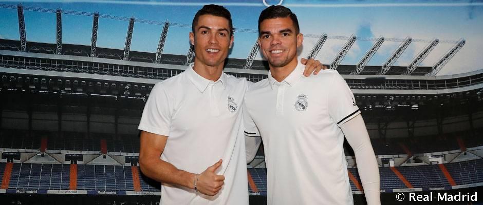 7272075da Cristiano Ronaldo and Pepe sign autographs in Pamplona