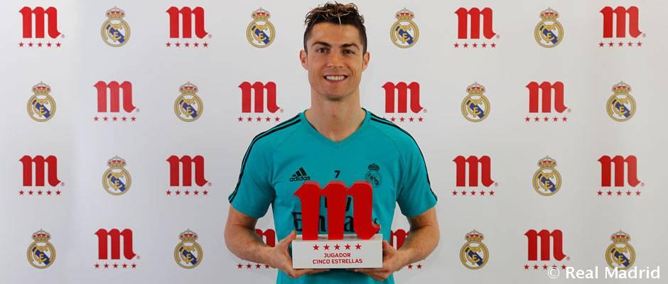 Cristiano Ronaldo recibe premio Jugador Cinco Estrellas