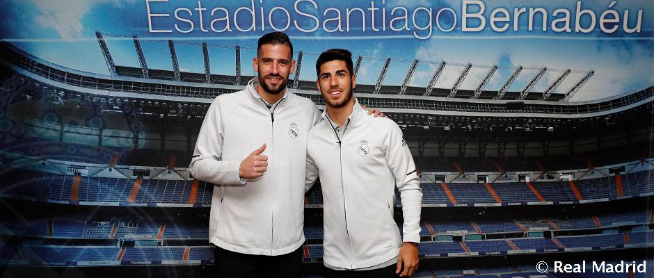 Casilla and Asensio sign autographs for fans