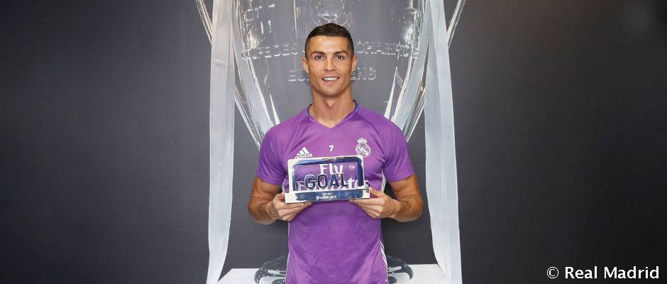 cheap for discount 25859 d2bfd Cristiano Ronaldo wins the Goal 50 prize for best player in the world in  the 2015/16 season