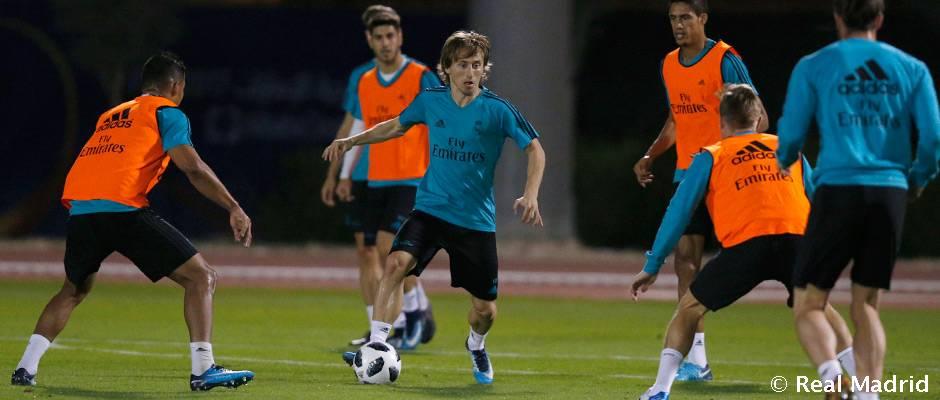 _n0y5868_h Varane y Bale entrenan con el grupo antes del partido ante el Al Jazira - Comunio-Biwenger