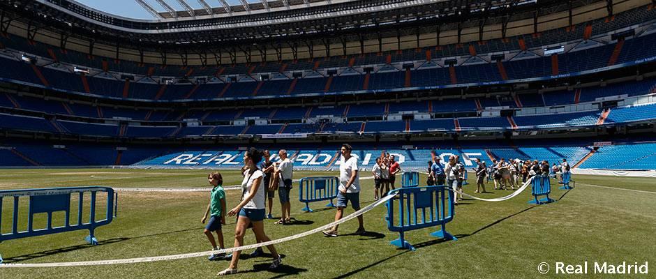 Santiago Bernabéu Stadium Real Madrid C.F. A.S. Roma Corazón Classic Match  Football, football, team, world png   PNGEgg